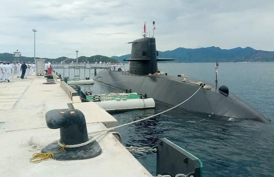 Lần đầu tiên tàu ngầm huấn luyện Nhật Bản đến Cam Ranh ảnh 1