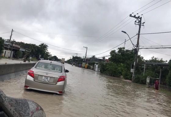 Vũng Tàu - Bến Tre mưa lớn, gió giật mạnh, Khánh Hòa - Ninh Thuận ngập lụt, đường sắt tê liệt  ảnh 14