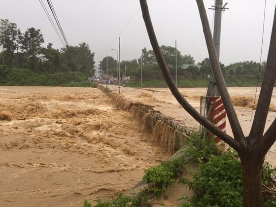 Vũng Tàu - Bến Tre mưa lớn, gió giật mạnh, Khánh Hòa - Ninh Thuận ngập lụt, đường sắt tê liệt  ảnh 15