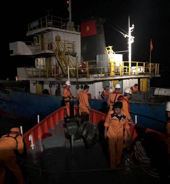 Tàu Hải Minh 36 va bãi đá ngầm, 3 thuyền viên rơi xuống biển  ảnh 1