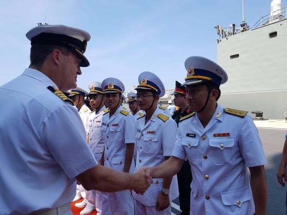 Tàu Hải quân Australia thăm cảng quốc tế Cam Ranh ảnh 1