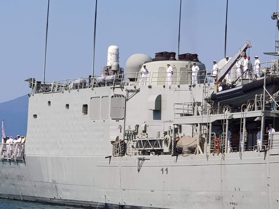 Tàu Hải quân Australia thăm cảng quốc tế Cam Ranh ảnh 4
