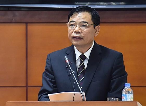 """Giá thịt heo """"nhảy múa"""", Bộ trưởng Bộ NN-PTNT trình Quốc hội dự án Luật Chăn nuôi ảnh 1"""