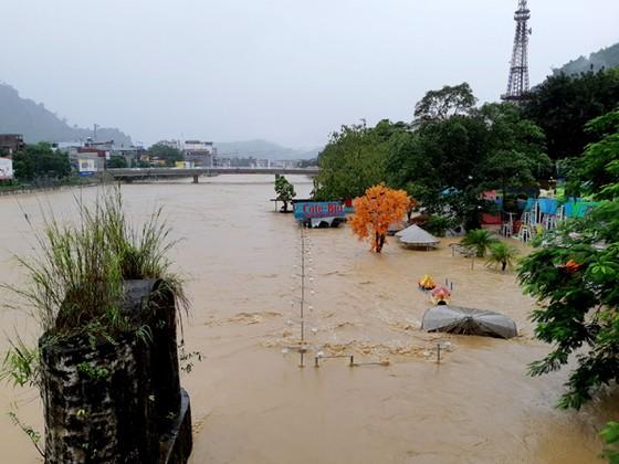 Địa đầu Hà Giang ngập trong nước lũ ảnh 1