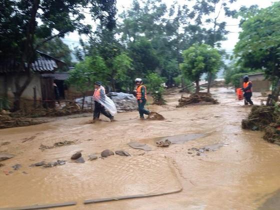 Ít nhất 18 người chết vì mưa lũ kinh hoàng sau bão số 3 ảnh 2