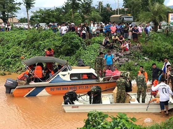 Quân đội Việt Nam đưa hàng trăm chiến sĩ sang hỗ trợ Lào để cứu hộ cứu nạn ảnh 3