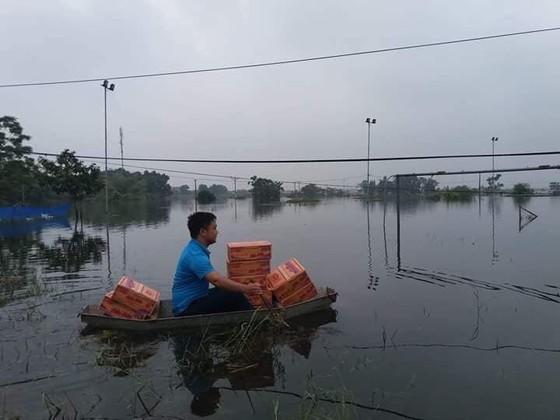 """Hà Nội xuất hiện """"con đường trên biển nước"""" ảnh 6"""
