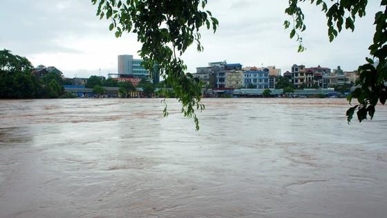 Cầu Kỳ Lừa chìm trong nước lũ sông Kỳ Cùng ảnh 1