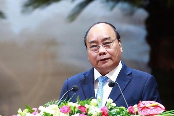 Thủ tướng Nguyễn Xuân Phúc nêu 6 câu hỏi cho Công đoàn Việt Nam ảnh 1