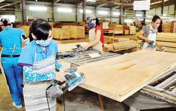 """Đồ gỗ """"miễn nhiễm"""" cuộc chiến thương mại Mỹ-Trung, xuất siêu gần 6 tỷ USD ảnh 1"""