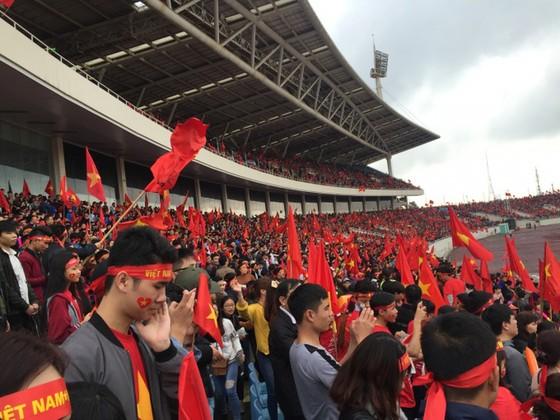 Thời tiết trên sân Mỹ Đình cực đẹp cho trận chung kết Việt Nam - Malaysia ảnh 1