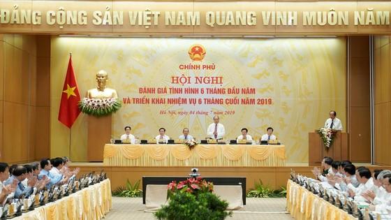 Sáng nay 4-7, Thủ tướng chủ trì họp trực tuyến với 63 tỉnh và thành phố ảnh 1