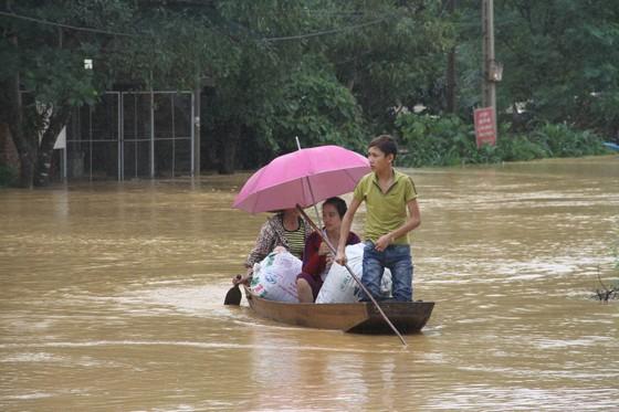 Sắp có cơn bão thứ 5, miền Trung có thể hứng chịu đợt mưa lũ khủng khiếp ảnh 1