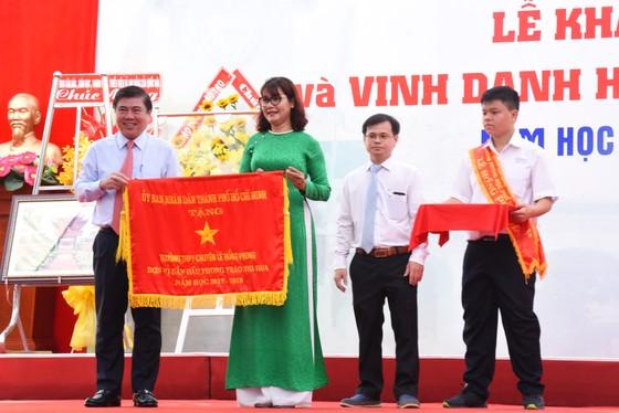 Chủ tịch Quốc Hội Nguyễn Thị Kim Ngân dự lễ khai giảng Trường THPT chuyên Lê Hồng Phong ảnh 4