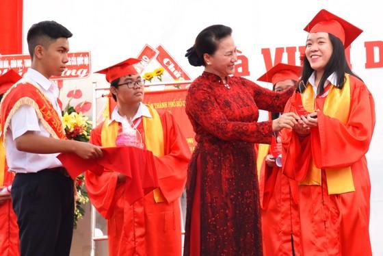 Chủ tịch Quốc Hội Nguyễn Thị Kim Ngân dự lễ khai giảng Trường THPT chuyên Lê Hồng Phong ảnh 3