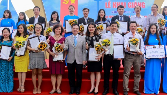 Nhiều hoạt động tri ân Ngày Nhà giáo Việt Nam ảnh 1