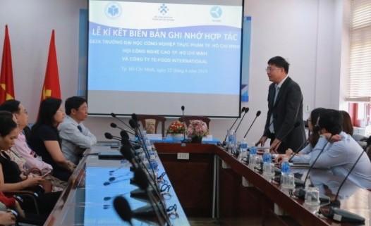 Trường ĐH Công nghiệp Thực phẩm TPHCM hợp tác với doanh nghiệp trong quản lý an toàn thực phẩm ảnh 2