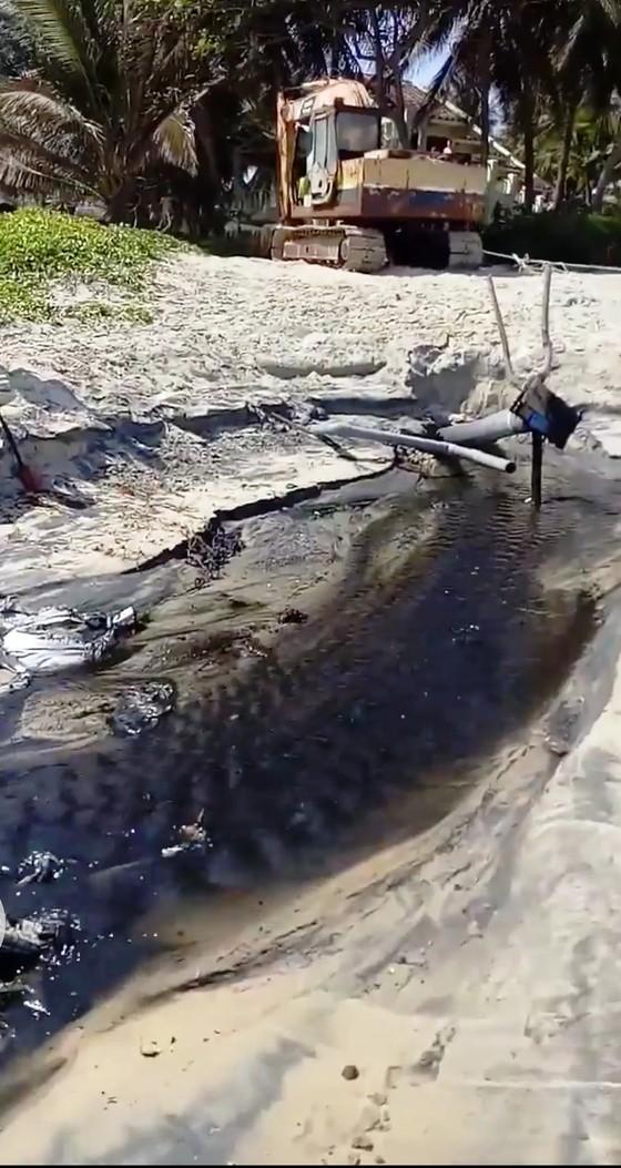Binh Thuận: Kiểm tra thông tin nước thải đen ngòm xả thẳng ra biển Mũi Né ảnh 1