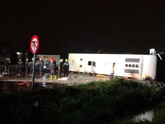 Tai nạn kinh hoàng làm 2 người chết, hàng chục hành khách hoảng loạn ảnh 1