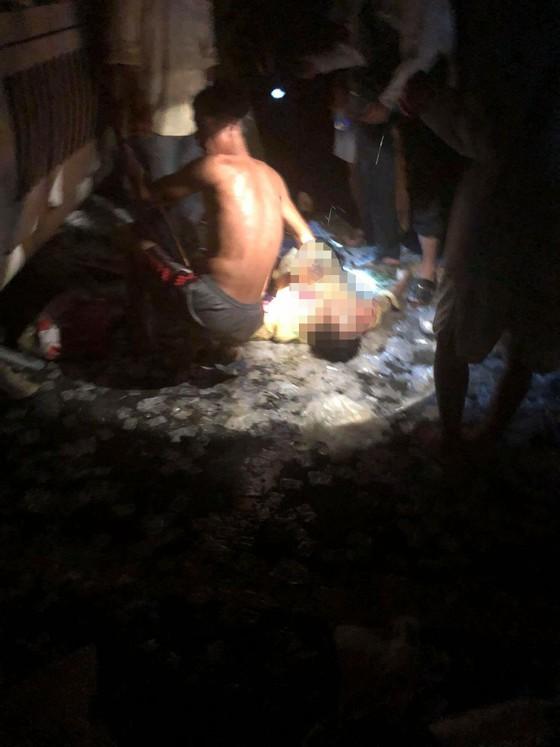 Tai nạn kinh hoàng làm 2 người chết, hàng chục hành khách hoảng loạn ảnh 2