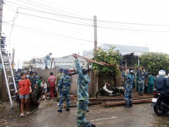Đảo Phú Quý ngổn ngang sau trận lốc xoáy kinh hoàng ảnh 5
