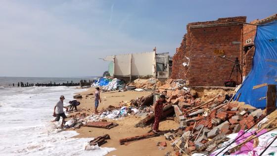 Cần hỗ trợ khẩn cấp cho người dân vùng bị biển xâm thực ảnh 2