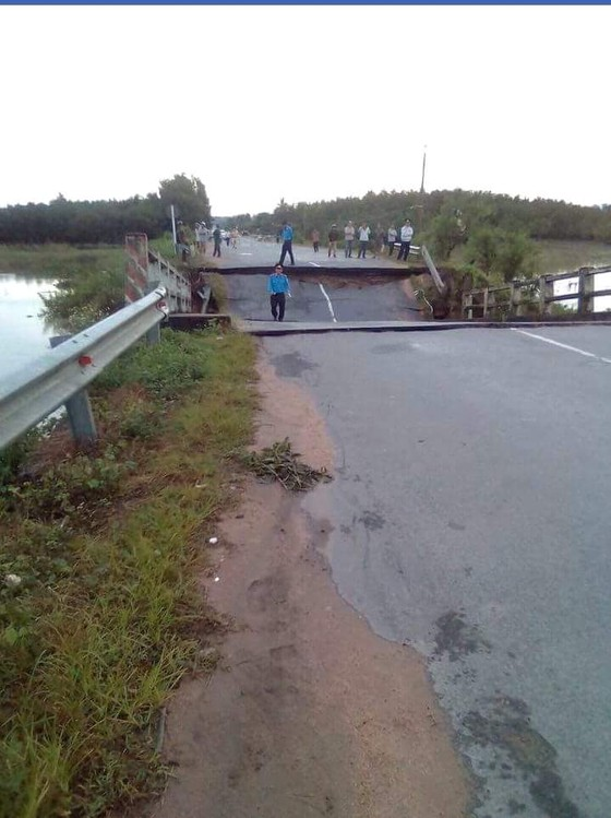 Bình Thuận: Sập cầu trong đêm, giao thông bị chia cắt ảnh 1