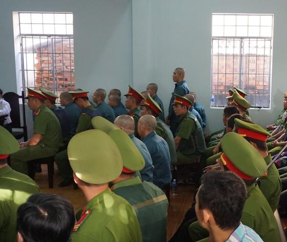 Đang xét xử 30 bị cáo tham gia gây rối, đập phá trụ sở công quyền ở Bình Thuận ảnh 2