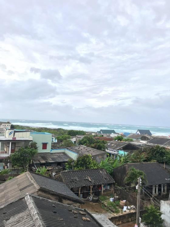 Đảo Phú Quý mưa lớn, nhà nghỉ, khách sạn mở cửa miễn phí cho người dân trú bão ảnh 4