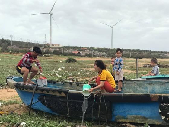 Ngư dân Bình Thuận tất bật chuẩn bị ra khơi sau bão ảnh 1