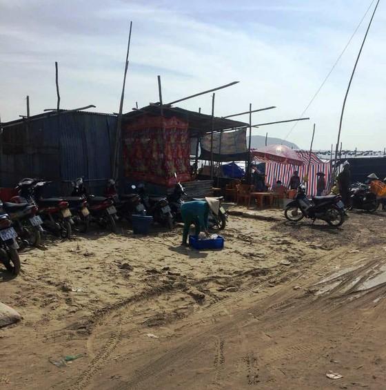 Tháo dỡ hàng rào thép gai chặn ngang bãi Sau biển Mũi Né ảnh 3