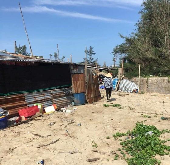 Tháo dỡ hàng rào thép gai chặn ngang bãi Sau biển Mũi Né ảnh 2