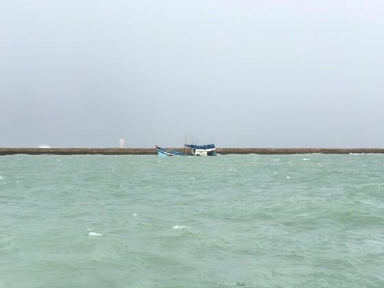 Tàu chở 71 tấn dầu bị chìm ở đảo Phú Quý, cảnh báo nguy cơ tràn dầu ảnh 2