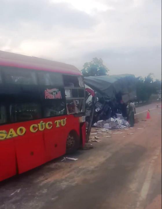 Xe khách và xe tải tông trực diện, 2 tài xế tử vong ảnh 1