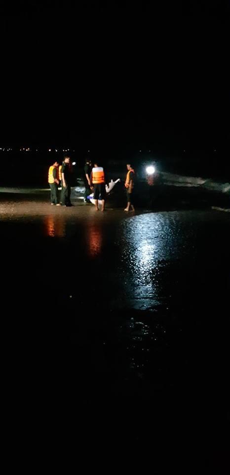 Tìm thấy thi thể 4 du khách bị đuối nước trên vùng biển Hàm Tiến - Mũi Né ảnh 1