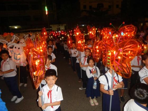 Tưng bừng Lễ hội rước đèn Trung thu lớn nhất Việt Nam ảnh 6