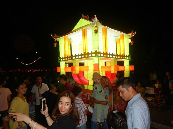 Tưng bừng Lễ hội rước đèn Trung thu lớn nhất Việt Nam ảnh 5