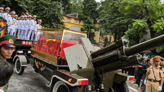Xúc động tiễn đưa Chủ tịch nước Trần Đại Quang về nơi an nghỉ cuối cùng ảnh 26