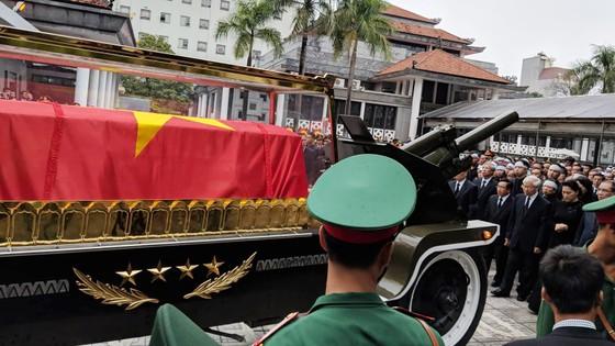 Xúc động tiễn đưa Chủ tịch nước Trần Đại Quang về nơi an nghỉ cuối cùng ảnh 25