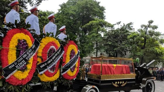 Xúc động tiễn đưa Chủ tịch nước Trần Đại Quang về nơi an nghỉ cuối cùng ảnh 40