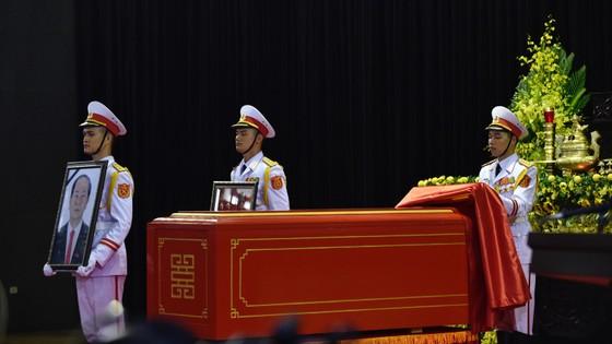 Xúc động tiễn đưa Chủ tịch nước Trần Đại Quang về nơi an nghỉ cuối cùng ảnh 9