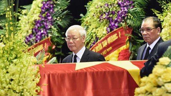 Xúc động tiễn đưa Chủ tịch nước Trần Đại Quang về nơi an nghỉ cuối cùng ảnh 6