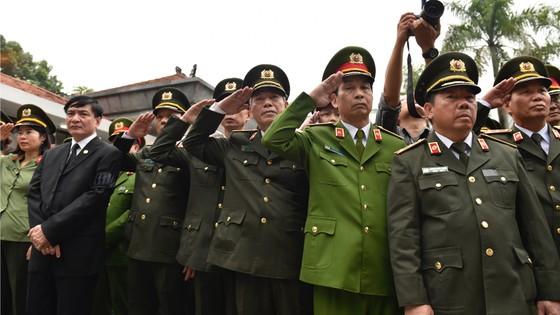 Xúc động tiễn đưa Chủ tịch nước Trần Đại Quang về nơi an nghỉ cuối cùng ảnh 47