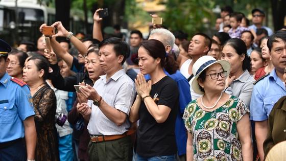 Xúc động tiễn đưa Chủ tịch nước Trần Đại Quang về nơi an nghỉ cuối cùng ảnh 48