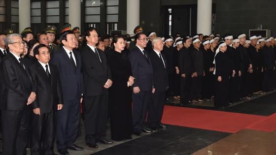 Xúc động tiễn đưa Chủ tịch nước Trần Đại Quang về nơi an nghỉ cuối cùng ảnh 3