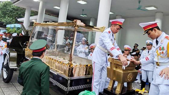 Xúc động tiễn đưa Chủ tịch nước Trần Đại Quang về nơi an nghỉ cuối cùng ảnh 57