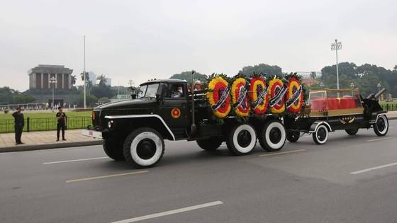 Xúc động tiễn đưa Chủ tịch nước Trần Đại Quang về nơi an nghỉ cuối cùng ảnh 29