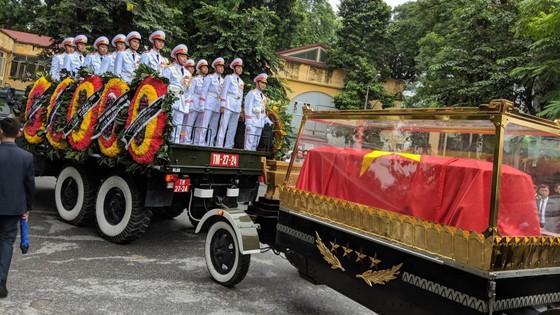 Xúc động tiễn đưa Chủ tịch nước Trần Đại Quang về nơi an nghỉ cuối cùng ảnh 27