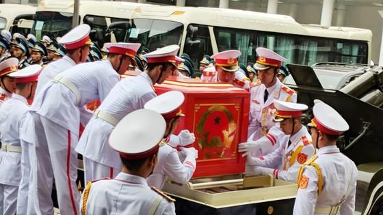 Xúc động tiễn đưa Chủ tịch nước Trần Đại Quang về nơi an nghỉ cuối cùng ảnh 15
