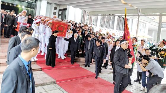 Xúc động tiễn đưa Chủ tịch nước Trần Đại Quang về nơi an nghỉ cuối cùng ảnh 13